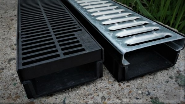 Дренажные желоба для ливневой канализации