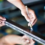Как правильно отрезать стекло стеклорезом