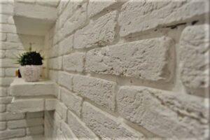 Стена из гипса под кирпич